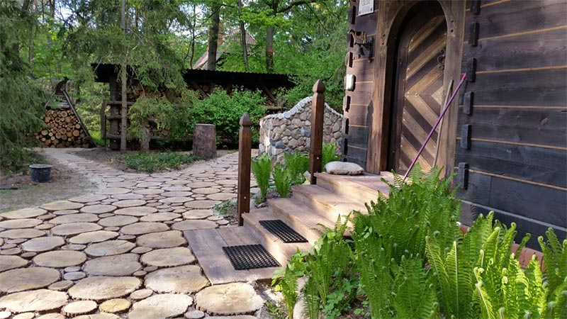 Betonowe drewno w ogrodzie