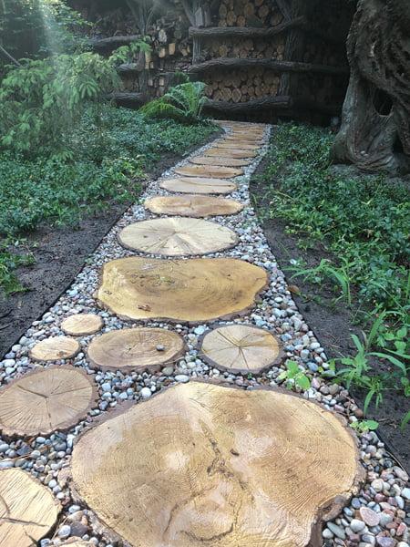 Ścieżki w ogrodzie betonowe drewno